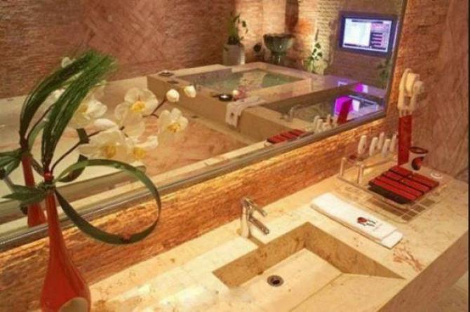 Aishwarya Rai Lives In This Luxury Home