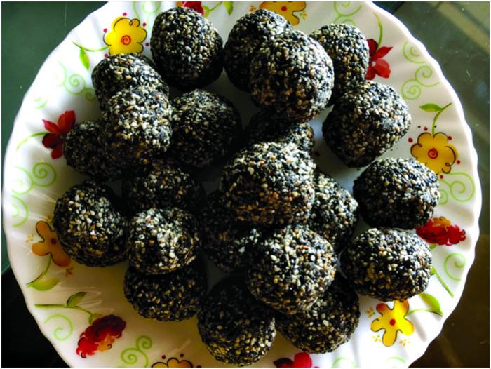 Black sesame seeds laddoos
