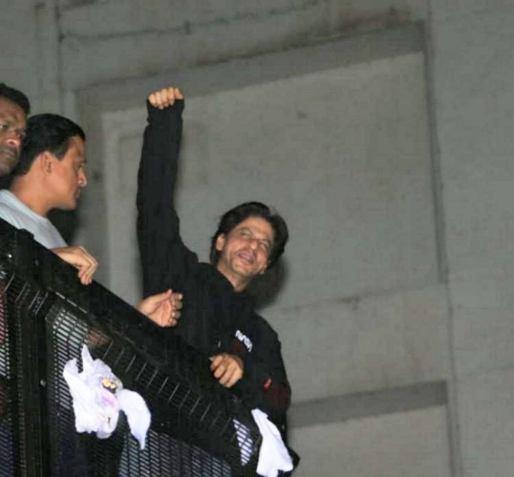 Happy Birthday Shah Rukh Khan: The Actor Greets With Fans