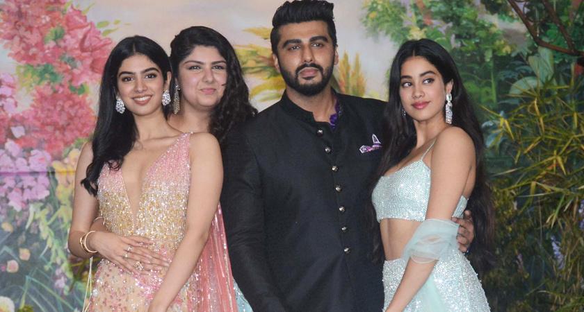 Arjun Kapoor with Jhanvi and Khushi kapoor, Anshula Kapoor