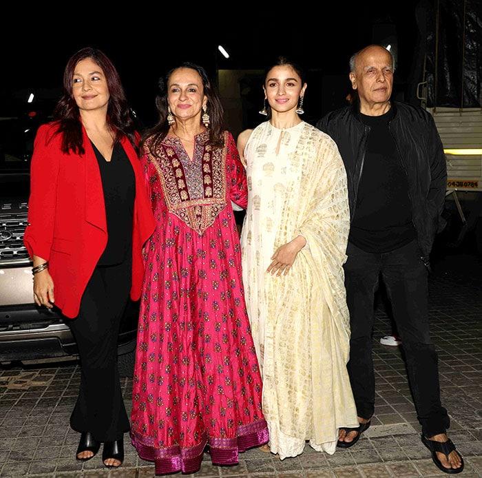 Alia bhatt with father Mahesh Bhatt & mother Soni Razdan.