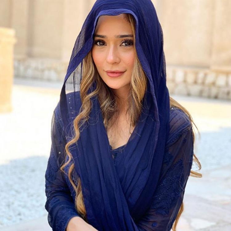 Actress Sara Khan