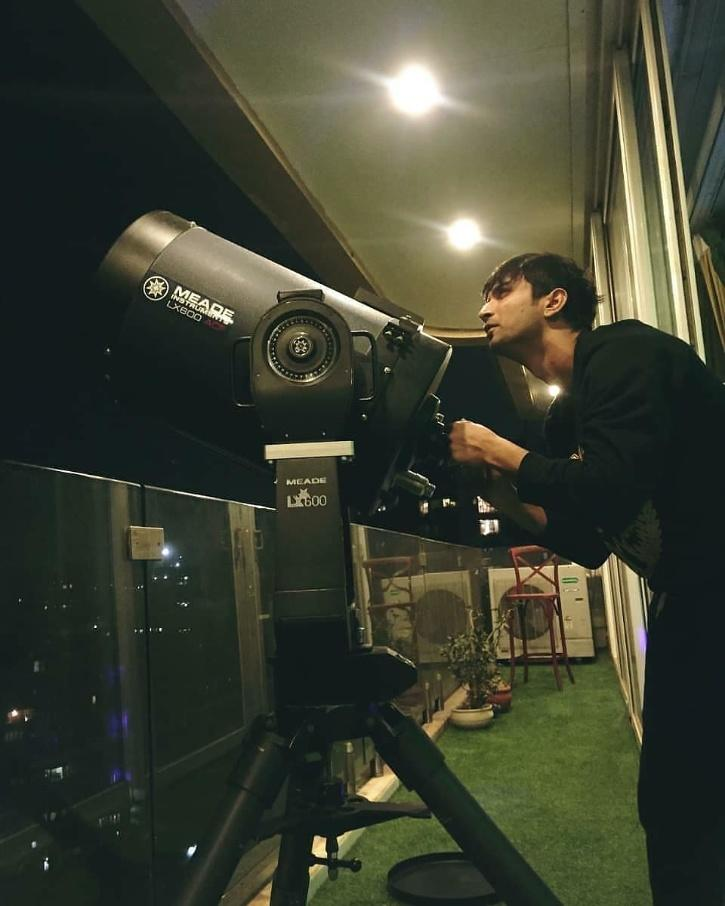 Sushant Singh Rajput with his telescope