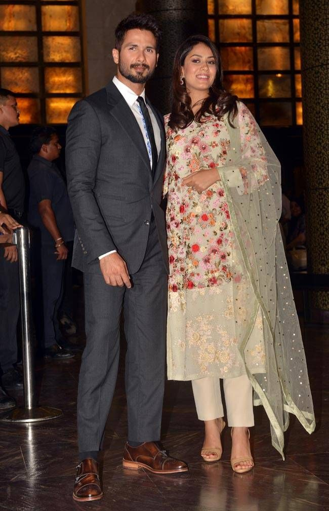 Bollywood actor with wife mira
